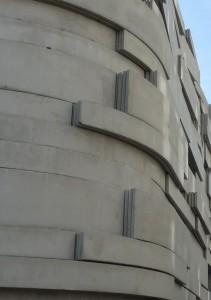 Détails mur courbe d'une salle de sport, région parisienne.