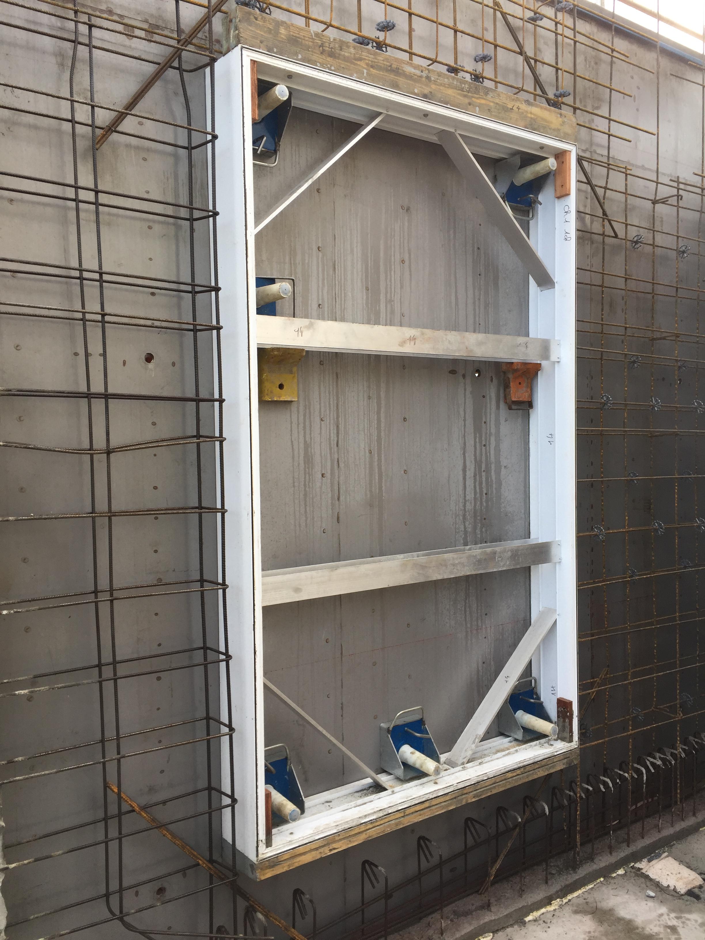 Mannequin aluminium dupr tend son offre dans le domaine for Coffrage pour appui de fenetre